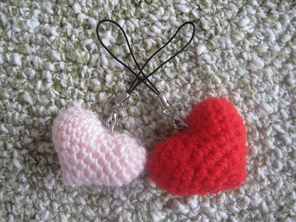 Crochet Heart Applique, Free Crochet Pattern - GoldenLucyCrafts | 768x1024