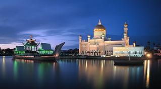 Sultan Omar Ali Saifuddian Mosque | by henrykkcheung