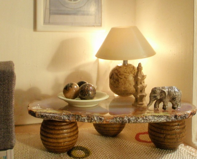 Polly Line's livingroom - detail of agat table with elephant and pagoda