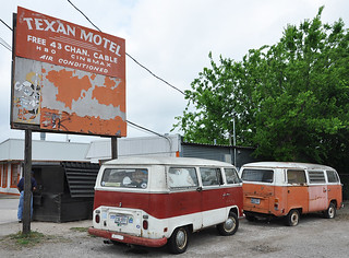 Texan Motel & VW Buses | by roadsidenut (RoadsideArchitecture.com)