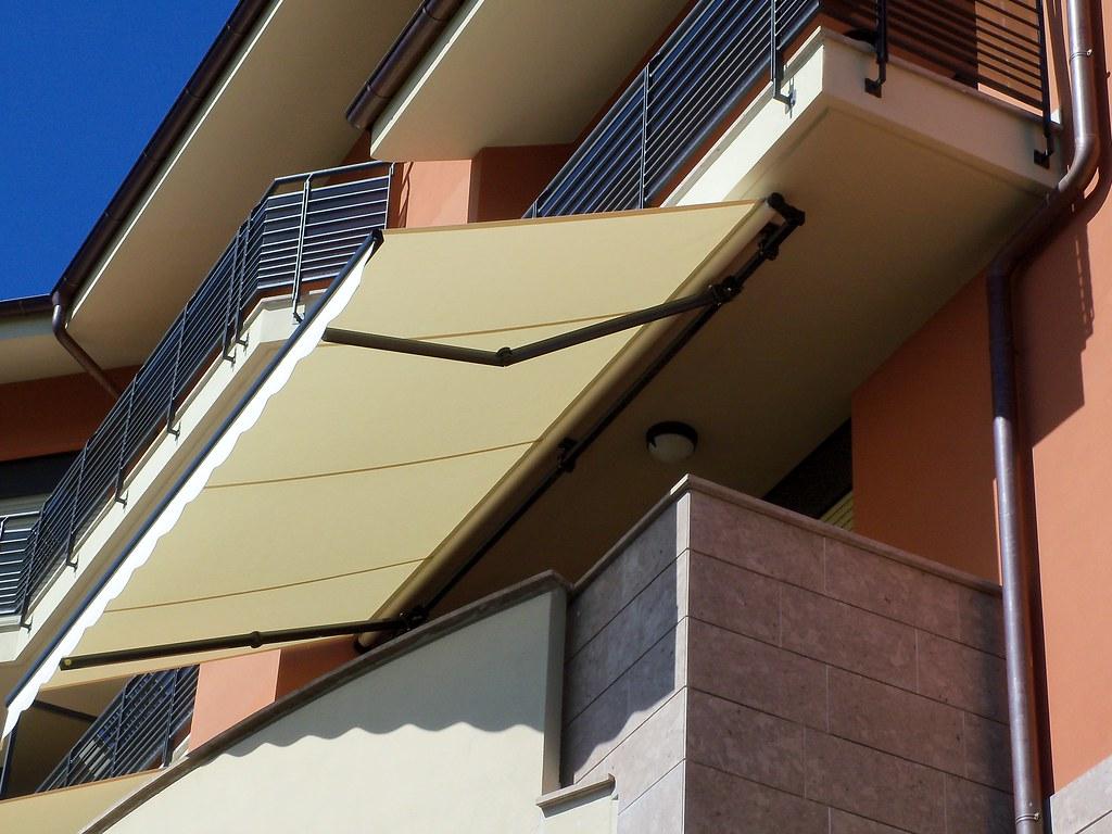 Tende da sole parà tempotest con struttura grigio antracite a Chieri