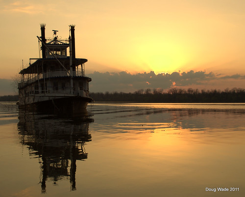 sunset lake mississippi delta ms mississippiriver riverboat greenville sternwheeler oxbow levee lakeferguson greenvillems magnoliabelle lakefergusongreenville