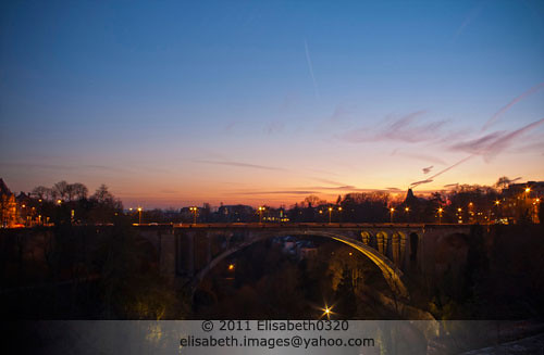 city bridge sunset sky panorama color horizontal architecture night zonsondergang europa europe cityscape arch view panoramic illuminated ciel pont brug avond luxembourg nuit couleur ville stad lu coucherdesoleil urbanscene pontadolphe adolphebridge grandduchyofluxembourg grandduchédeluxembourg adolphebréck adolphebrücke publicbuildingsinluxembourg