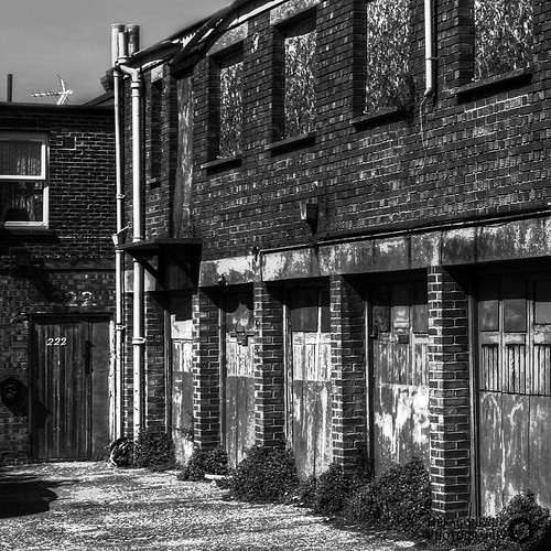 99/365 Abandoned Portsmouth - Forgotten Garages | by Hexagoneye Photography