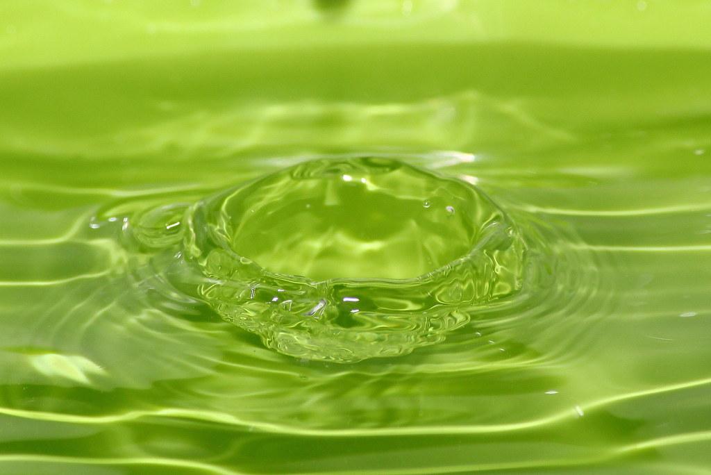 Goccia Dacqua Su Sfondo Verde Stefano Lanza Flickr