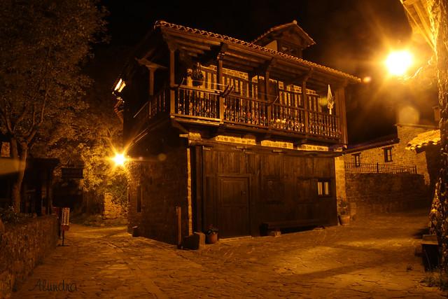Un paseo nocturno por Barcena Mayor