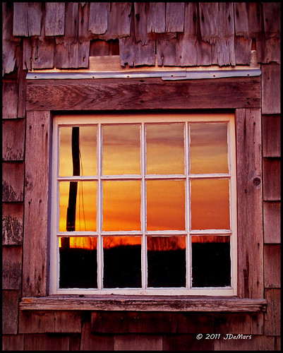 cumberlandsunrisefarmwindowreflectioncumberlandrhodeislandnewengland