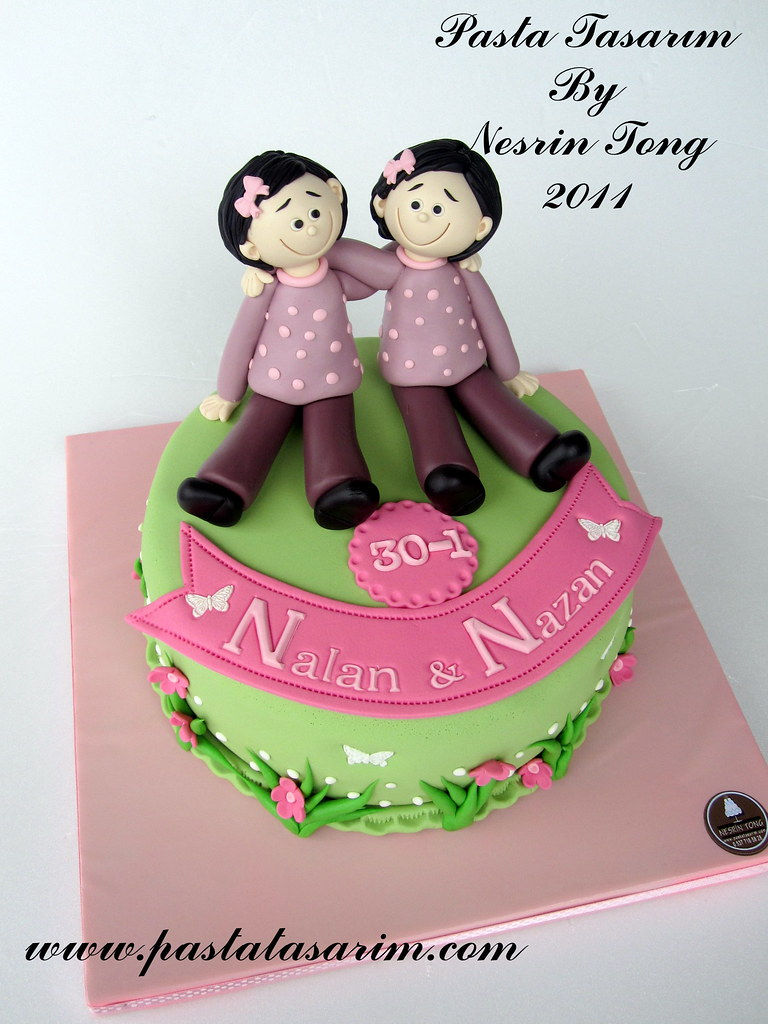 Stupendous Twins Sisters Birthday Cake Pastatasarim Com Cake By Funny Birthday Cards Online Alyptdamsfinfo