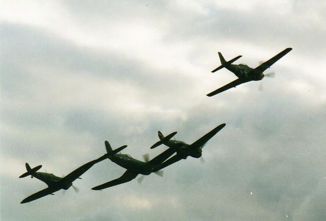 Warbirds Unite!! (Spitfire, Corsair, Mustang & Kittyhawk) @ Duxford