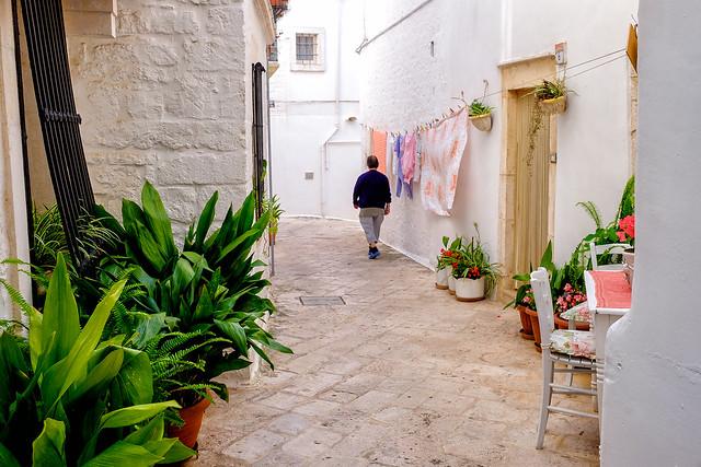 Life in the alley -- Locorotondo - Puglia - Italia