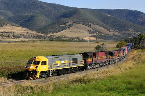 train derwentvalley australia dromedary tasmania canoneos300d ee freighttrain zp 2100 papertrain englishelectric goodstrain diesellocomotive tasrail zp2100 derwentvalleybranch trainsintasmania stevebromley