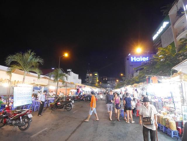 木, 2014-05-15 06:38 - ベンタイン市場前の夜市