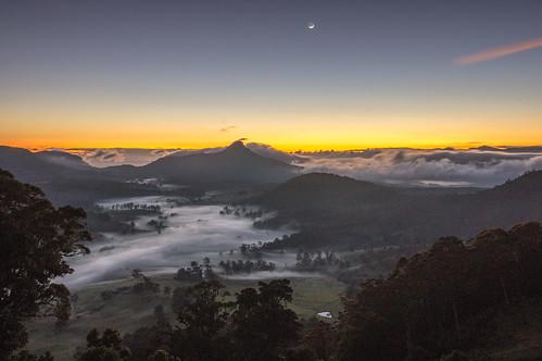 moon fog sunrise dawn australia crescent queensland thefalls waning carrslookout condaminevalley