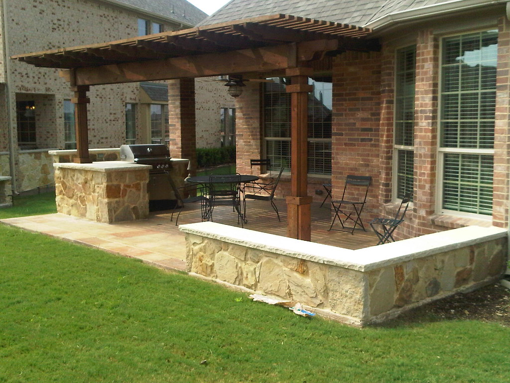 Outdoor Kitchen Dallas | An outdoor kitchen with stainless s ...