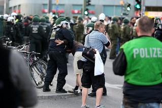 Berlin NPD Kundgebung und Gegenprotest   TR_02617 Festnahme | by T Rassloff