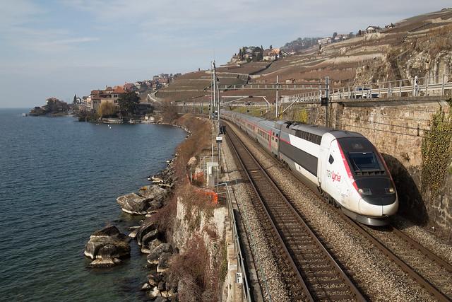 TGV Lyria des neiges entre Rivaz et St-Saphorin