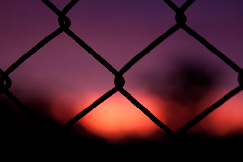 sunset red sky blur night fence dark evening wire pattern purple background diamond secure 2010 crossover 24105mm 50d