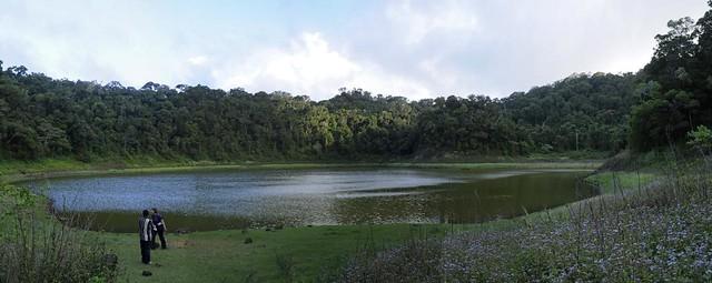 Lac Mahasarika - volcanic crater lake, Montagne d'Ambre