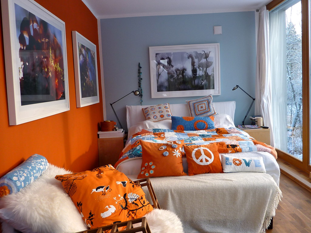 bedroom in orange white blue and snow outside | *gele* | Flickr