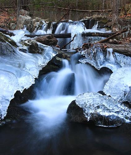 ice waterfall massachusetts holyoke cascadebrook mttomstatereservation