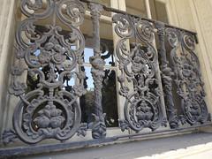 木, 2010-12-02 11:39 - 飾り用鉄細工 Decorated Ironwork Balconie and Gallery French Quarter, New Orleans