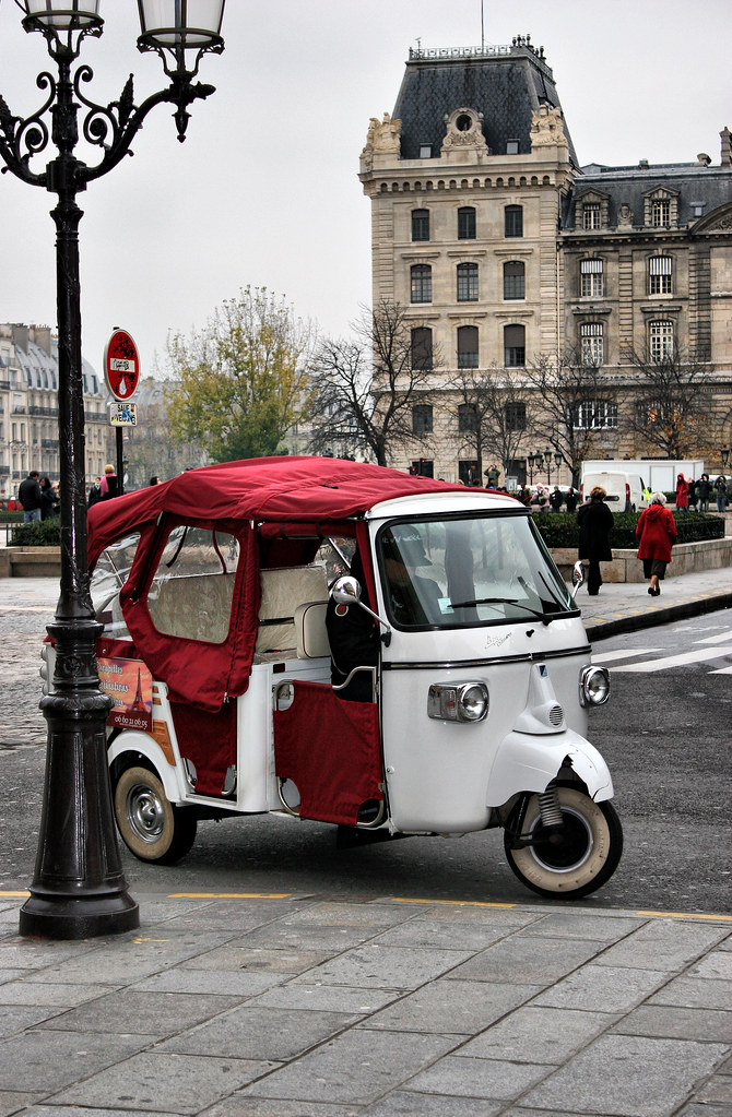 Vellidte Scooter Tuk-tuk Taxi in Paris | Outside Notre Dame | Jeff | Flickr CO-67