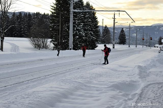 ÖBB OBB railway Eisenbahn RR station cross skiing safety (c) 2010 :: rumoto images 6695