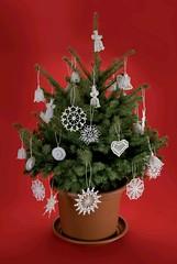 2010. december 4. 13:13 - Karácsonyfa horgolt díszekkel