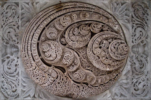 Ranakpur temple - Kalpavriksha leaf carving