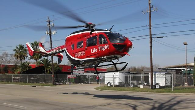 HD MOVIE: Eurocopter Deutschland EC-145 (MBB-BK 117 C-2) - N452MH Hermann Hospital Life Flight, Houston Texas