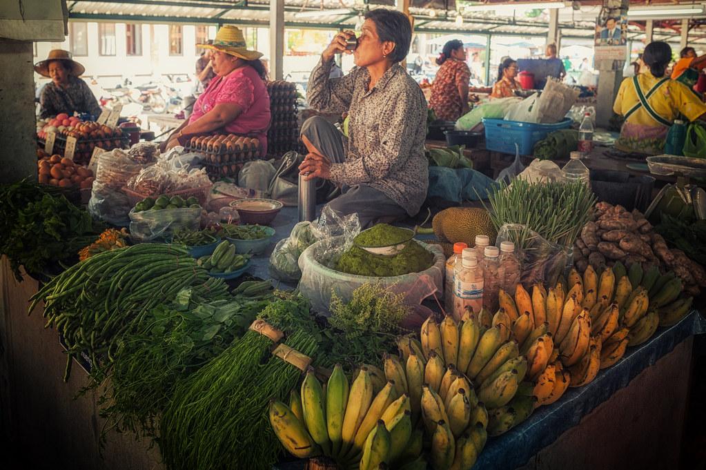 Merchant on market - Tambon Mueang Kao, Chang Wat Sukhothai, Thailand - 01/04/2015 16h18