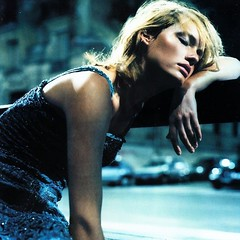 Amber Valletta por Nathaniel Goldberg (Vogue britânica em 1999)