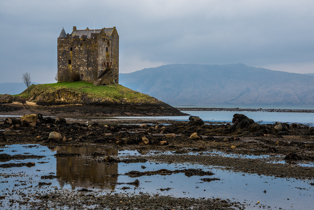 the castle aggh | This is Castle Stalker which sits on the ...