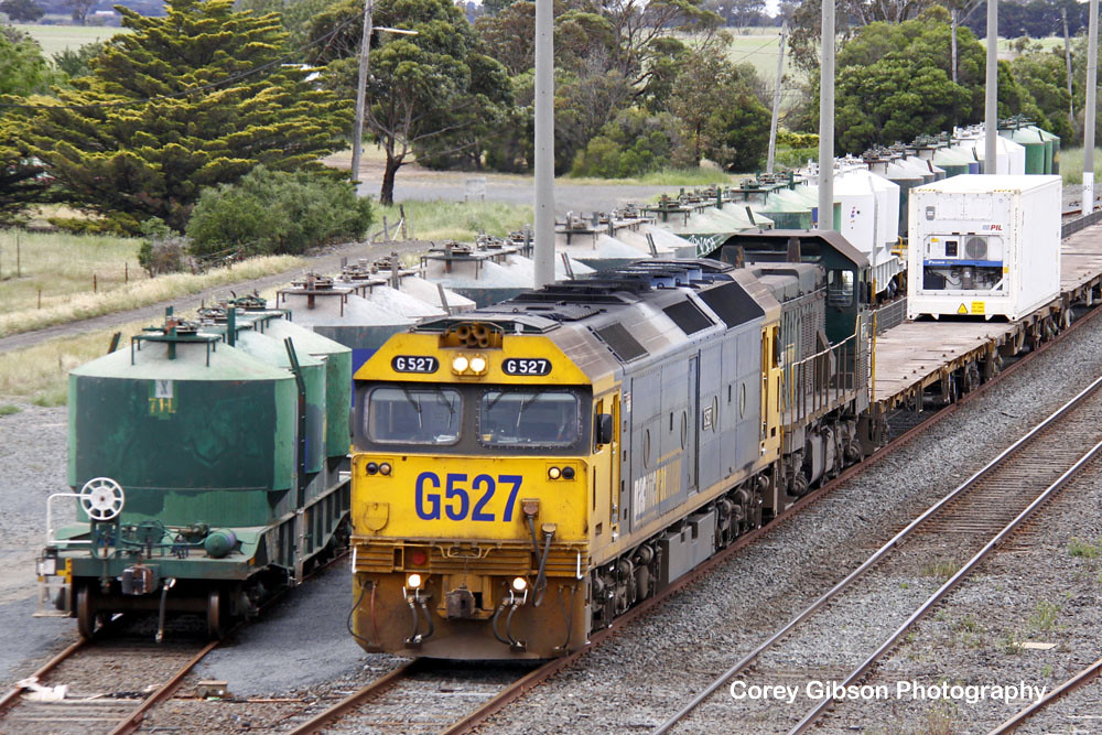 G527 rolls through Gheringhap by Corey Gibson
