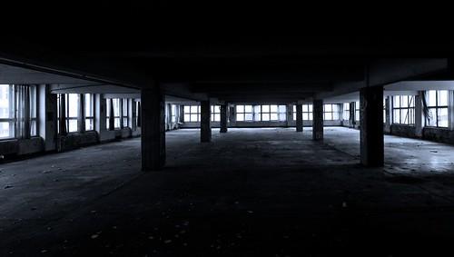 bw white black hall und view no tunnel sw arbeit weite halle freizeit schwarz emptiness viel cubicles chemnitz schöner nadel veb leere weis ruhe wenig gardine karlmarxstadt stahlbeton tunnelblick platinenfabrik undfrieden