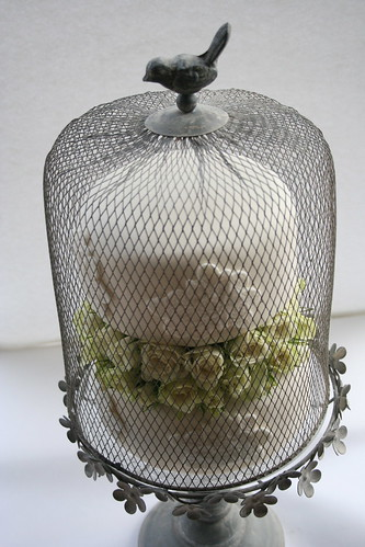 Vintage style wedding cake with bird cage stand | by www.victoriamade.com