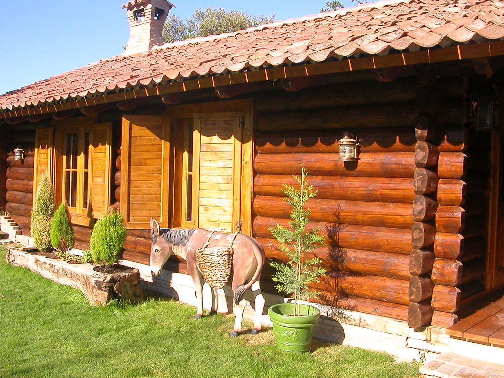 Casa de troncos de madera al estilo de Transilvania | Flickr
