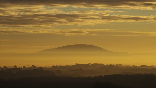 shropshire sky sun shine light sunrise shadows hills clouds morning contrast lythhill