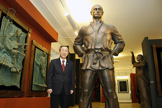 Secretary-General Poses with Statue of Putin in Moscowl | by United Nations Photo