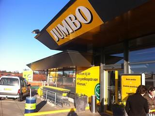 Overkill aan spotjes, maar die nieuwe Jumbo in het dorp is prachtig geworden. Voor een supermarkt. #hallojumbo | by Domien Verschuuren