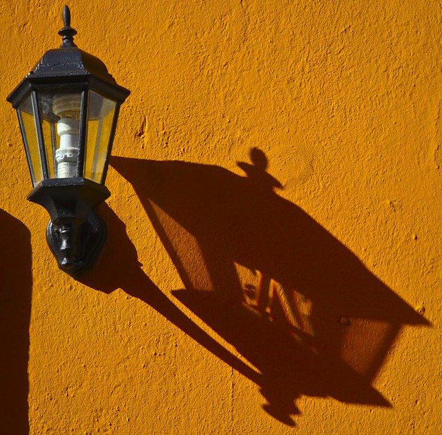 FAROLA Y SOMBRA (LAMP AND SHADOW)
