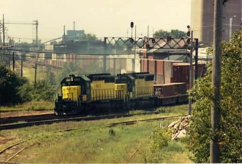 railroad chicago clinton north iowa western sd45 emd doublestack sd402 cnw 6813 6566
