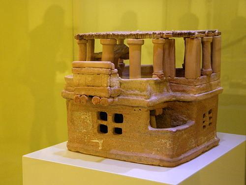 Kreta - Crete - Heraklion - Archaeologisches Muesum - minoisches Artefakt - Modell eines Hauses