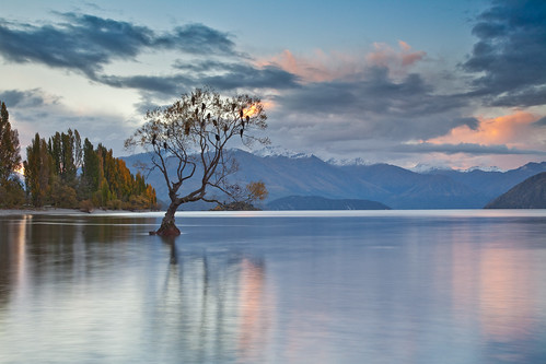 pink sunset sky mountain lake snow reflection water canon rocks lee 5d filters wanaka mkii