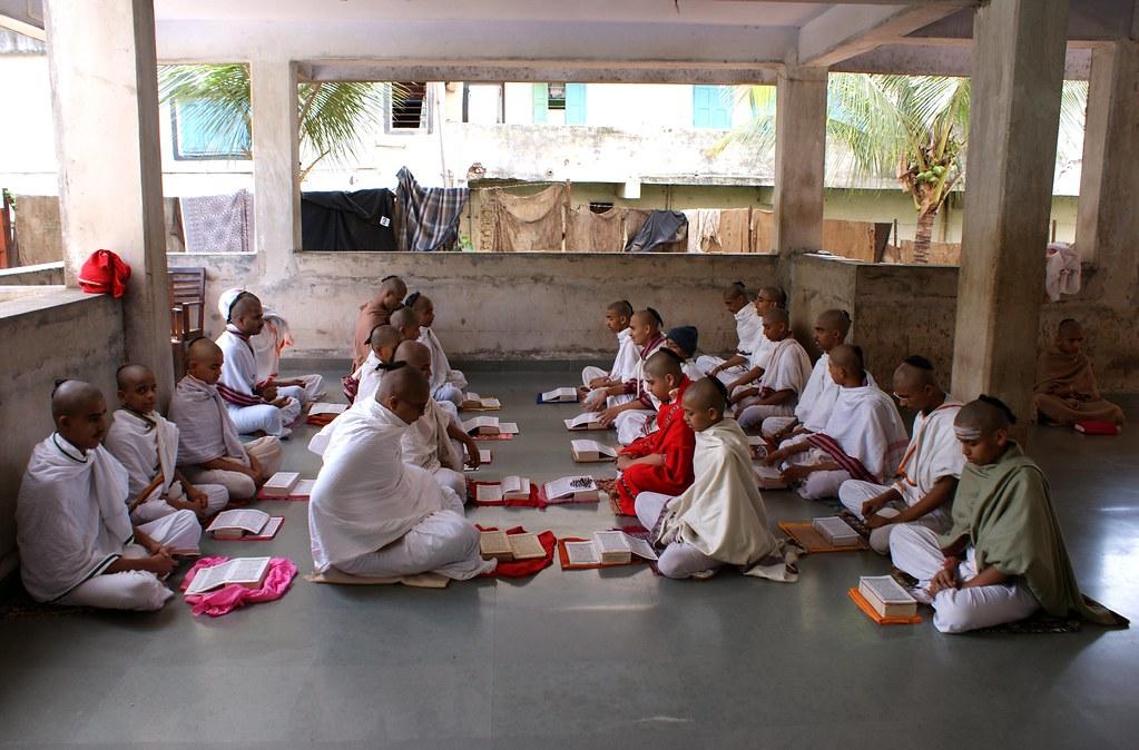 Adhyatmik Pratishtan | A Vedic school of the Shukla Yajurved