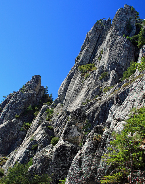 Following the trail between the crags