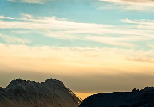 winter mountains color colour nature norway horizontal clouds sunrise landscape norge vinter am europa europe outdoor natur january snowcapped skyer januar fjell ålesund vestlandet soloppgang sunnmøre landskap møreogromsdal farge 2011 liggende utendørs startofday snødekt hatlane dag0818 day0818 oksnøya
