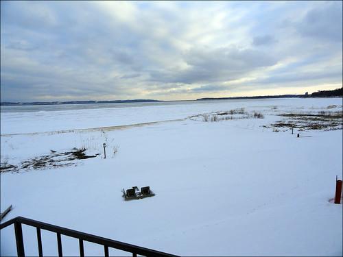 sky snow ice clouds michigan cybershot lakemichigan traversecity grandtraversebay joeldinda