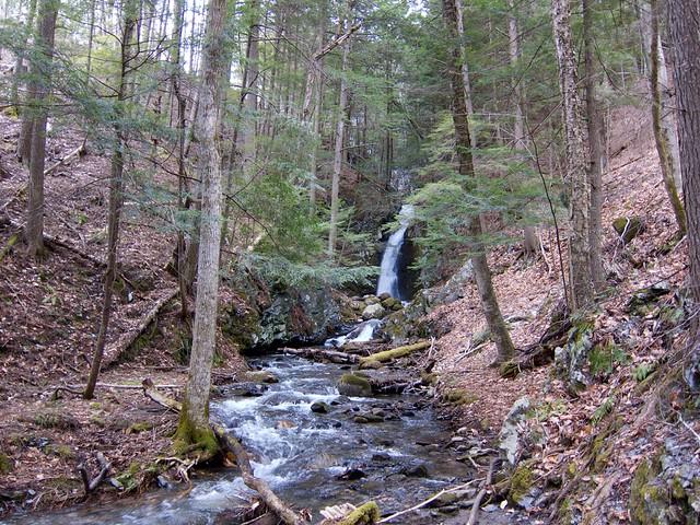 0:18:00 (51%): waterfall vermont hiking fairlee glenfalls glenfallsbrook