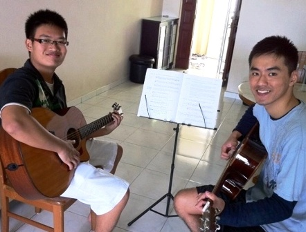 Adult guitar lessons Singapore Rong Ming